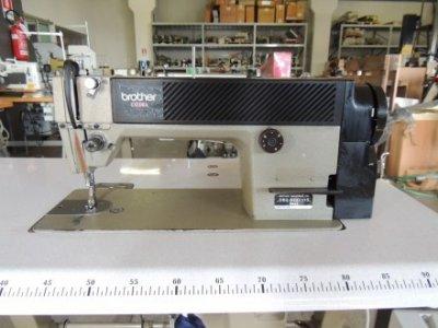 Brother DB2-B737-113 usata Macchine per cucire