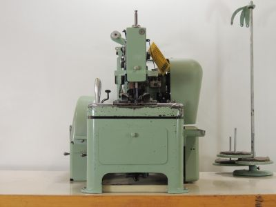 used AMF-REECE 101-030-HOLLAND - Sewing